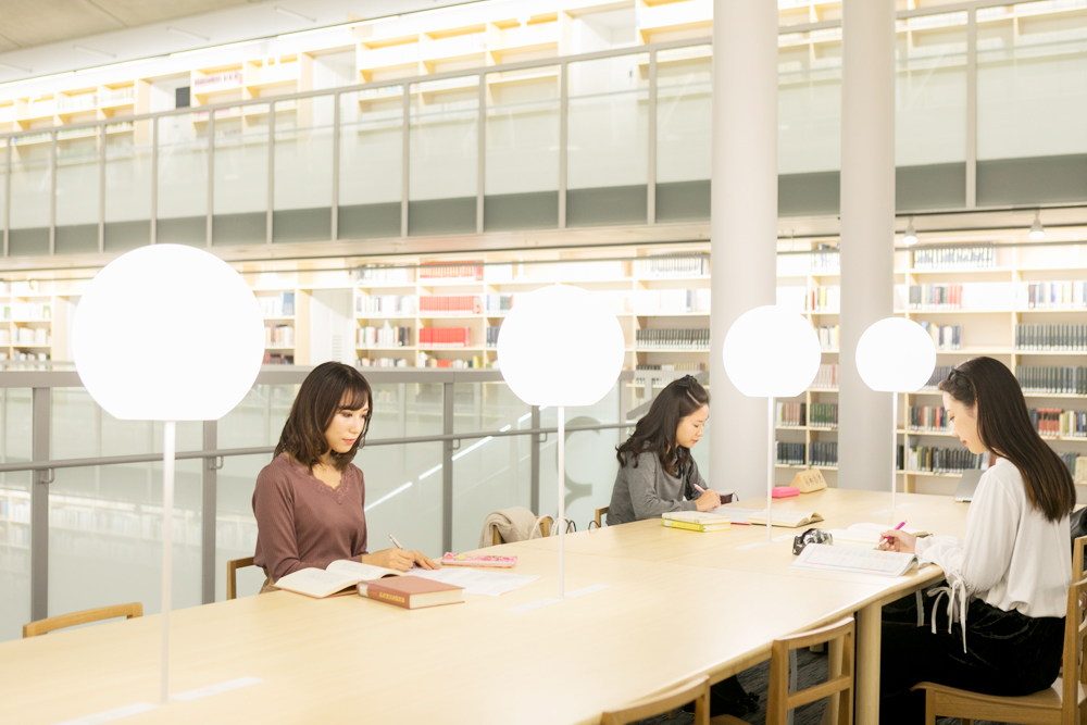 図書館(知恵の蔵 閲覧席)