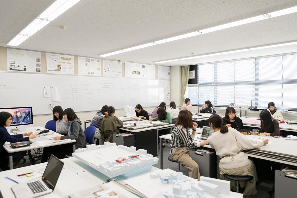 C校舎(空間造形学実習室)
